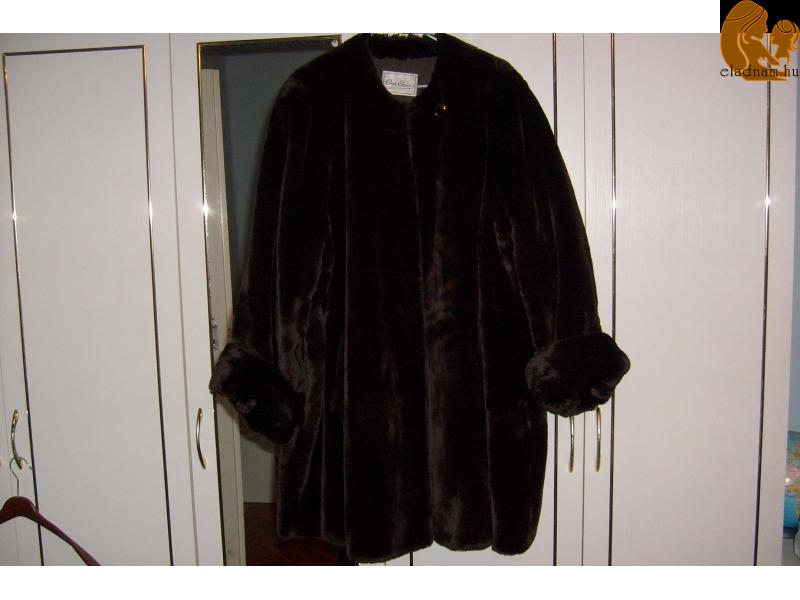 Eladnám az új szőrme kabátom title=